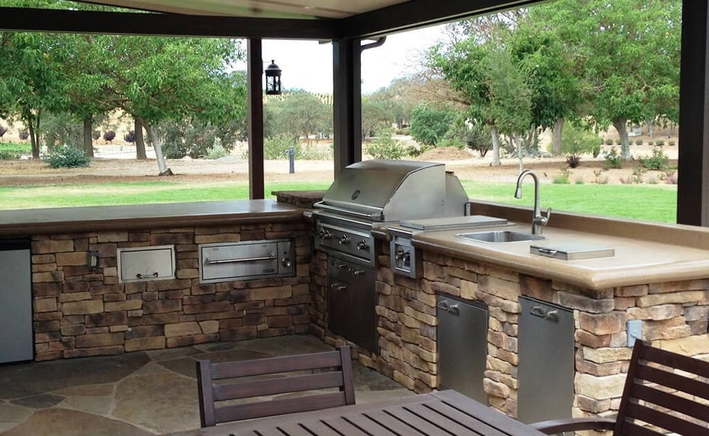 custom outdoor kitchen construction Montgomery, TX by Your Pool Builder