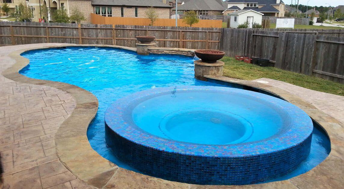 professional pool builders in Conroe, TX
